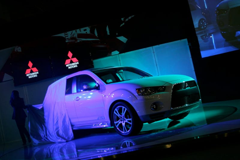 Mitsubishi Outlander GT Prototype Previews New Snout