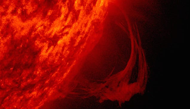 The Sun Emits a Plasma Arc So Big You Could Fit 25 Earths Beneath It