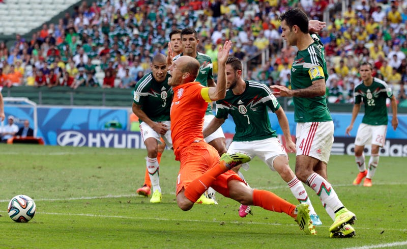Arjen Robben Apologizes For His Dive (But Not That Dive)