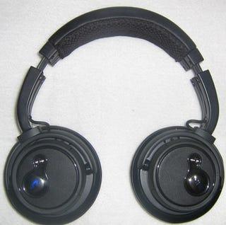 motorola s805 bluetooth headphones hands on first look. Black Bedroom Furniture Sets. Home Design Ideas