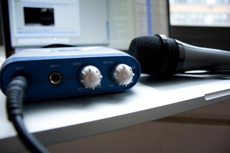 Lightning Review: The Ultimate Karaoke Experience Kit