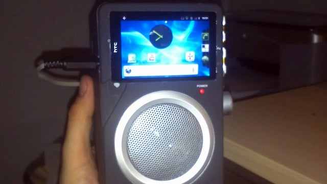 Hack an Old Android Phone into a FM Radio