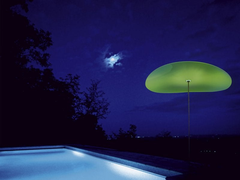 Smoon Ombrella Light Protects Against the Sun by Day