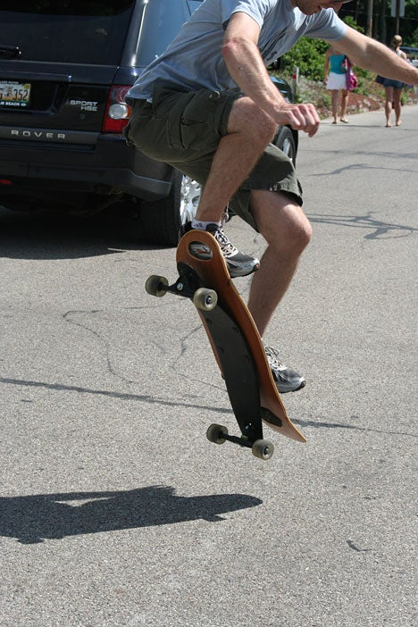 SoulArc Skateboard Has One Big Spring for Surf-Alike Goodness