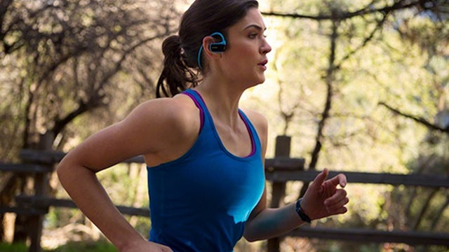 Sony's One-Piece Waterproof Walkman: 1 Hour's Playback From 3 Minutes Charging