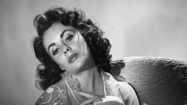 How Elizabeth Taylor's Nude Photo Got Released