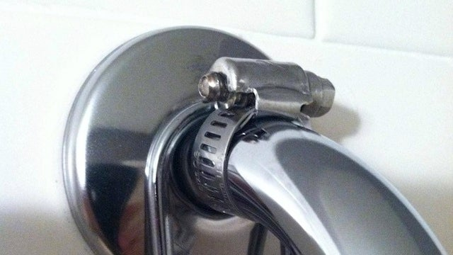 Use a $1 Hose Clamp to Keep a Shower Caddy from Sliding Off