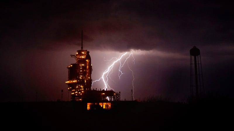 Broken Power Thingie Stalls Spaceship Launch Again