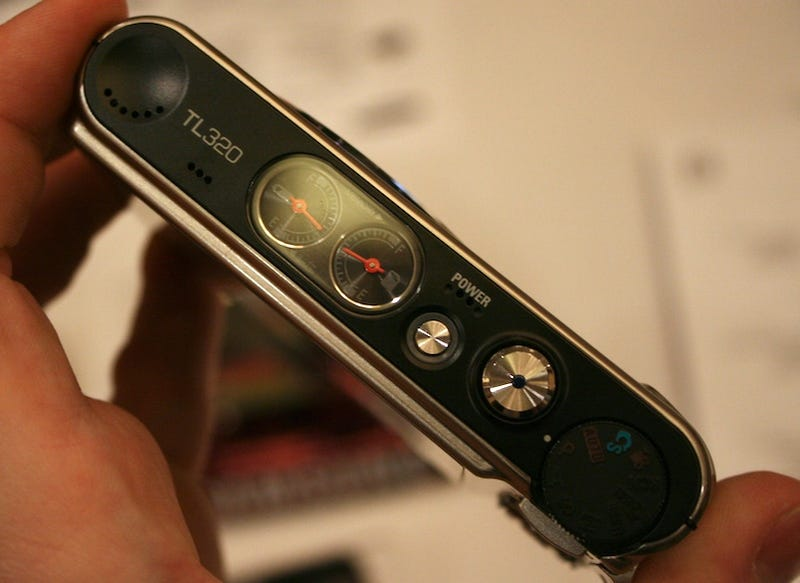 Gauging Samsung's TL320 OLED Display Point-and-Shoot
