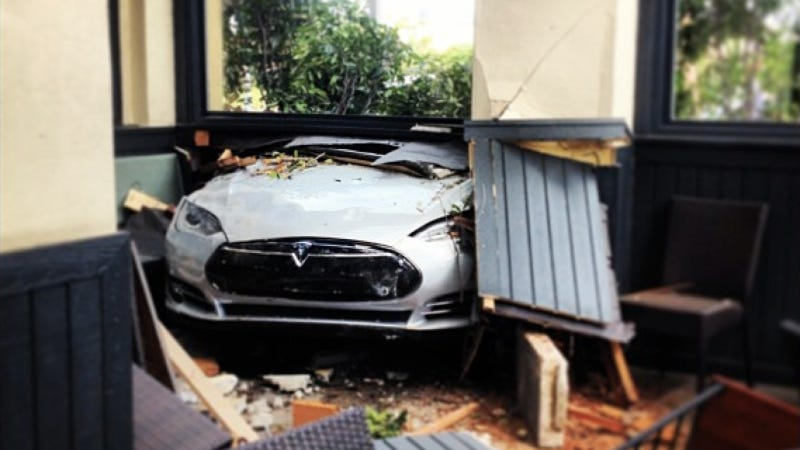 Tesla Model S Becomes Seafood Restaurant Decoration After Crash In California