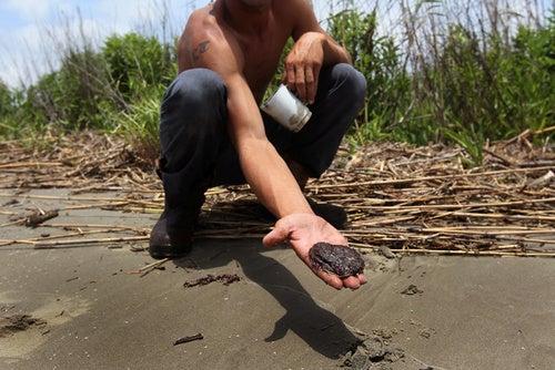 Oil Spillwatch: Tarballs Wash Ashore in Key West