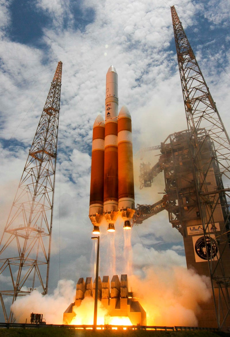 These Photos of World's Largest Rocket Launch Are Incredible