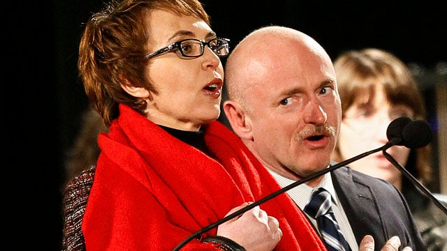 Giffords Leads Pledge at Arizona Shooting Memorial