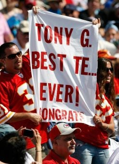 NFL Update: Tony Gonzalez Breaks TE Record