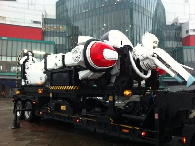 Giant Patlabor Mecha Withstands a Real Typhoon