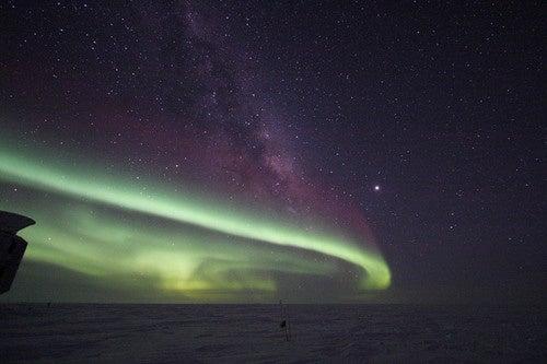 Aurora Australis Warms Up the Antarctic Sky