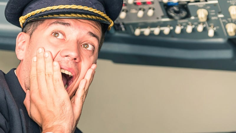 FAA Discovers That Commercial Pilots Suck at Manually Flying Planes