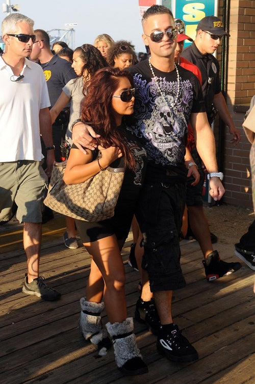 Snooki's Gucci Bag & Furry Boots Are The Real Situation