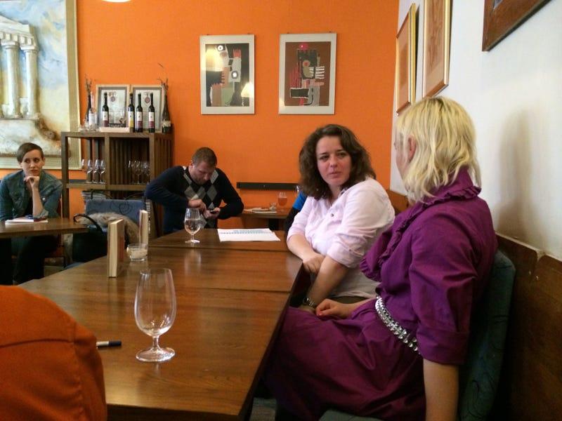 Könyvben pakol ki a híres magyar séf elhanyagolt felesége