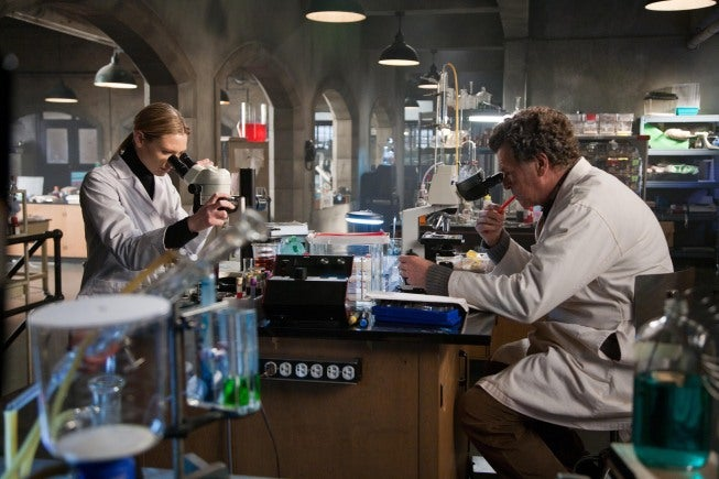 "Fringe 3x17 ""Stowaway"" Pictures"