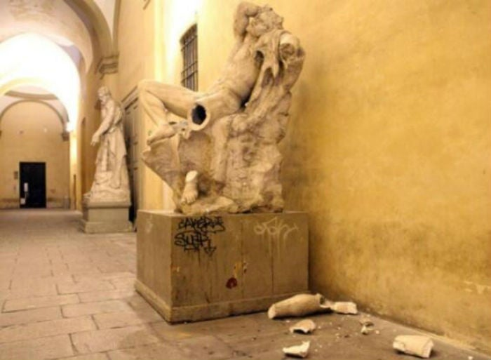 Idiot Destroys 19th Century Statue While Trying to Take a Selfie