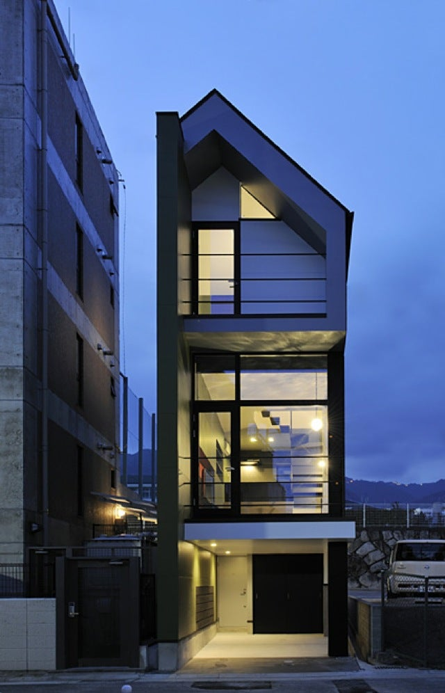 Cramped or not i want to live in these tiny japanese houses Skinny block house designs