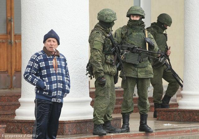 Milyen nemzetiségűek a Szimferopol körül hesszelő balaklavás katonák?
