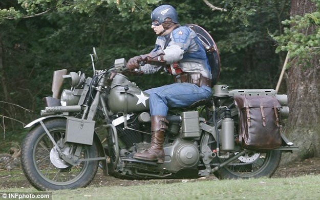 First set pics showing Captain America's new costume