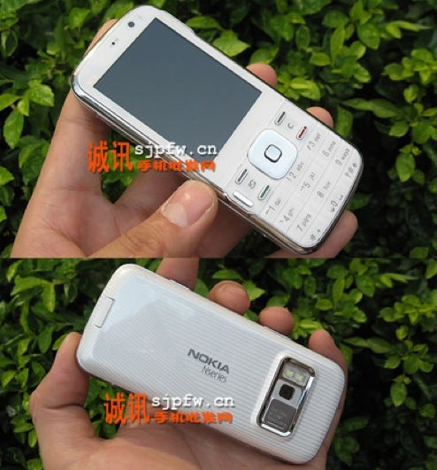 Leaked Pics Seem to be Upcoming Nokia N79 Cellphone