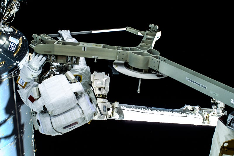 Perfect Spacewalk Photos of the Real Luca Skywalker