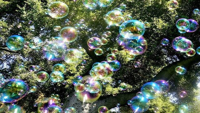 Weekend Experiment: How to set an invisible trap for soap bubbles