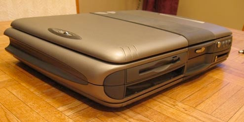 Xentex Laptop Folds Up to Spite UMPCs and Contortionists