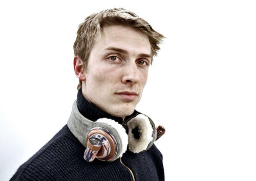 Camera-Equipped Headphones Let You Webcast Your Boring Life