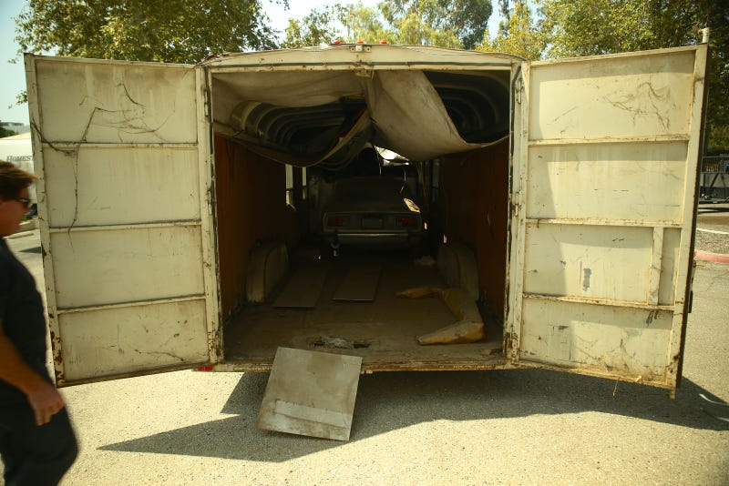Rare Datsun 240z found in horse-trailer | Video