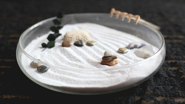 This Tiny, DIY Zen Garden Keeps You Calm at Your Desk