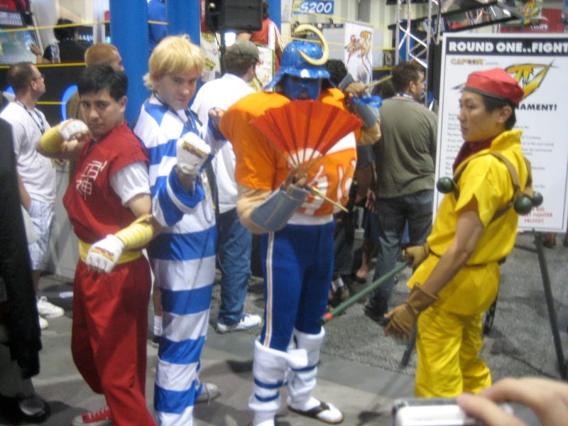 Comic-Con Cosplays Street Fighter, Final Fight... And Captain Commando?!