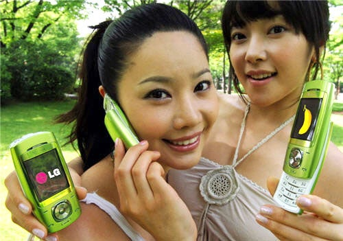 LG SV280 Banana Phone Sprouts Two Asian Babes, Turns Green