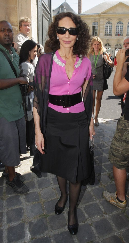 Fashion Victims: Paris Couture Week Brings Out The Megafans In France