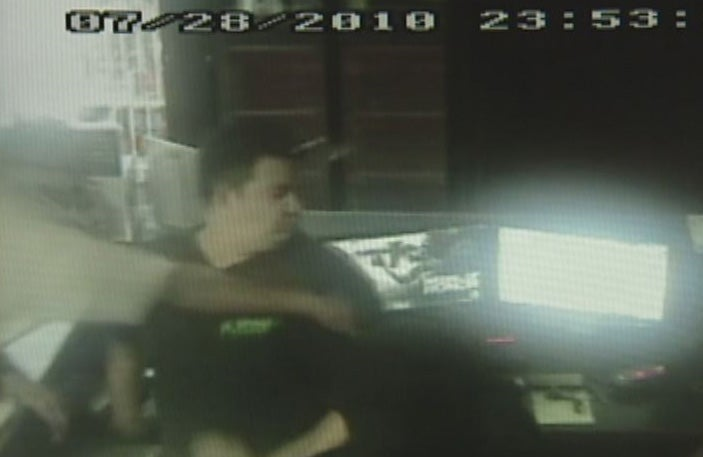 Game Cafe Robbed, Gamers Fight Back, Lots Of Punches To The Head