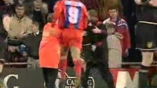 Remembering The Time A Manchester United Player Kung-Fu Kicked A Fan