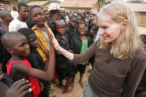 Mia Farrow Quits Darfur Fast, Gets Weak Sauce Milkshake Drunk
