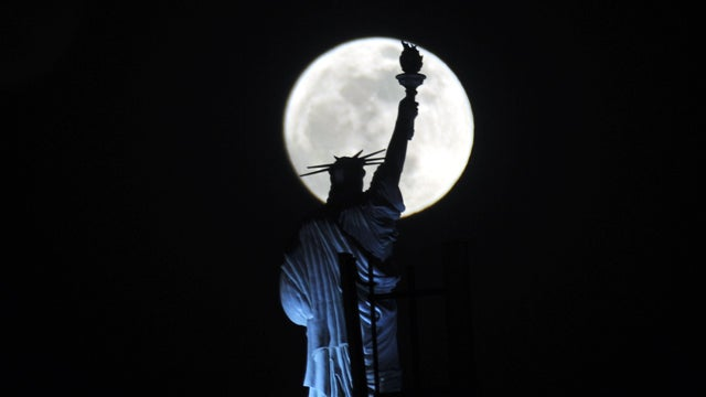 This Is What the Giant Moon Would Have Looked Like in New York Last Night if You Had Been Able to See It