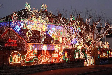 Man Installs Industrial Power Cable to Power His Griswold-like Christmas Display