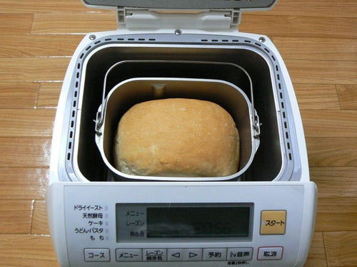 Electronic Bread Maker Looks, Acts Like a Rice Maker