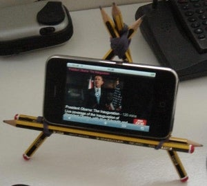 Create a Landscape iPhone Stand from Pencils and Rubber Bands