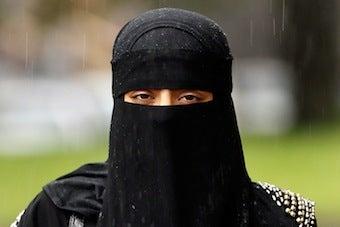 Man Dons Burqa To Rob Maryland Bank