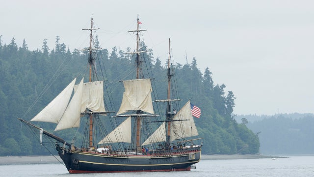 Sandy Sinks HMS Bounty, Coast Guard Searching for Two Missing Crew Members [UPDATE x2]
