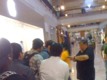 Woz Cuts Apple Store Line to Get iPhone 3GS First