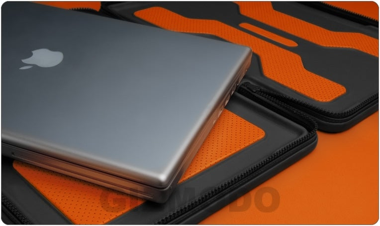 First Photos of the Delicious i-Volution Leather Vaja Macbook Case: $580...OMGWTF