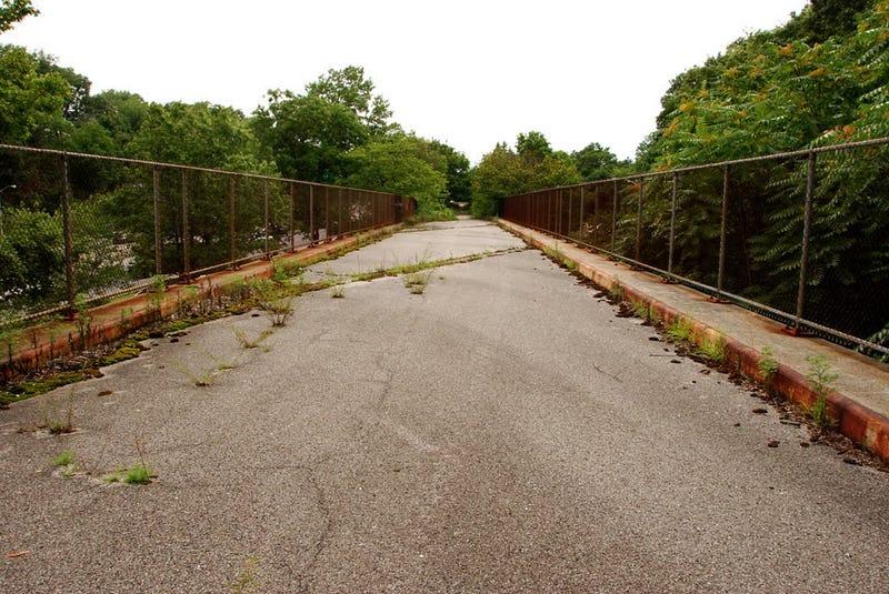 Take a stroll down Staten Island's freeway to nowhere